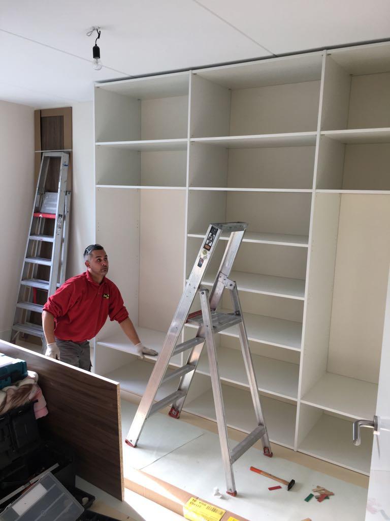 kledingkast boekenkast bureau