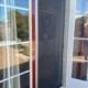 Plisséhor aan de buitenzijde in ral 9010 met passe-partout op kunststof schuifpui